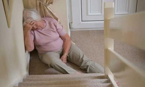 Caídas: Un Riesgo que Aumenta con la Edad