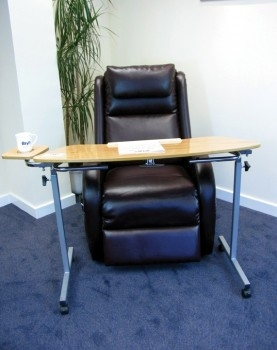 3326-mesa-extra-grande-supermesita-mesa-auxiliar-de-dimensiones-generosas-asister-ayuda-a-domicilio-y-ayudas-tecnicas