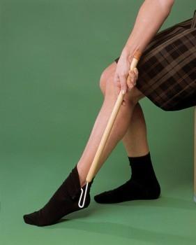 3566-ayuda-para-vestirse-sirve-de-ayuda-para-poner-y-quitar-la-ropa-asister-ayuda-a-domicilio-y-ortopedia
