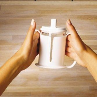 3599-vaso-etac-permite-agarrr-el-vaso-firmemente-asister-ayuda-a-domicilio-y-ortopedia