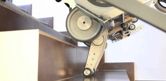 5376-savaescaleras-portatil-yack-913-se-puede-mover-conjuntamente-con-la-silla-de-ruedas-en-exterior-ref-cinkspyack913-asister-ortopedia-y-ayuda-a-d