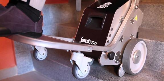 5379-savaescaleras-portatil-yack-913-se-puede-mover-conjuntamente-con-la-silla-de-ruedas-en-exterior-ref-cinkspyack913-asister-ortopedia-y-ayuda-a-d