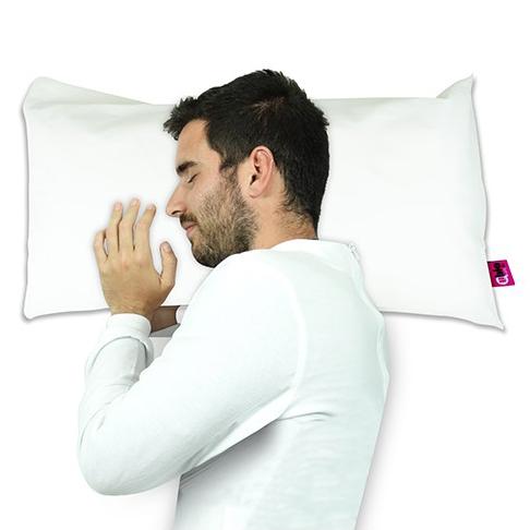 hombre descansa sobre almohada terlenka