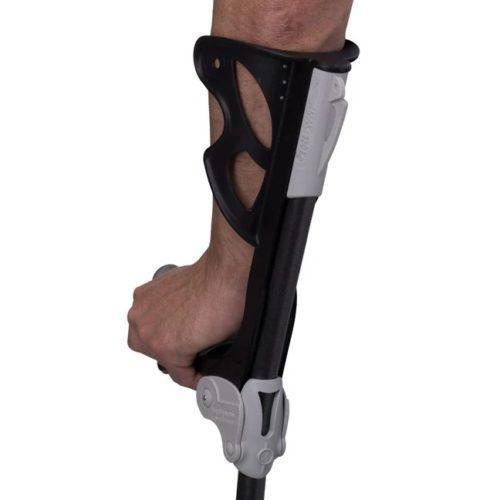 brazo apoyado sobre muleta fdi