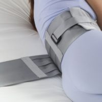 Cinturón Sujeción Abdominal. Sujeciones a cama standard. Proporciona una movilidad relativa.
