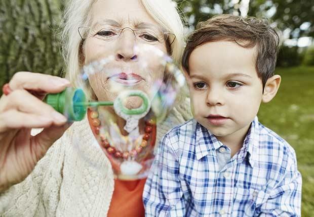 Abuelos que cuidan nietos - Asister