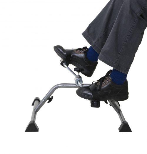 mover piernas en casa con el pedalier
