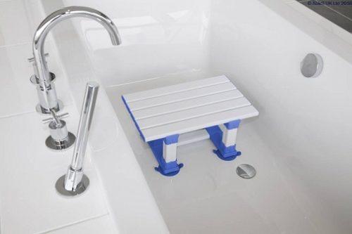 Asiento De Baño De Listones ATLANTIS. Proporciona un lugar cómodo y seguro.