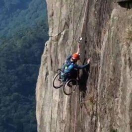 Lai Chi-wai Un Escalador Chino con su Silla de Ruedas, GENTE CON ALMA,   VIDEO