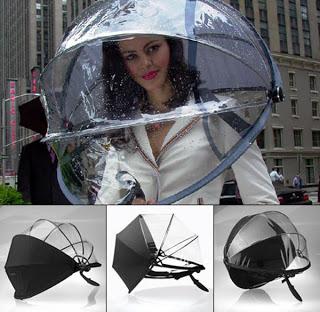 historia del paraguas. Paraguas-bola (la modelo no está incluída)