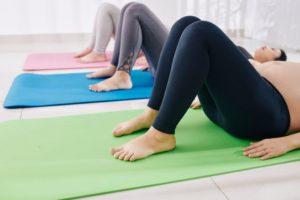 mujer embarazada ejercicios kegel