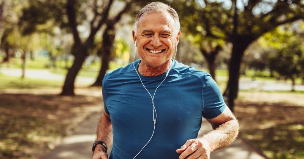 hombre corriendo mayor