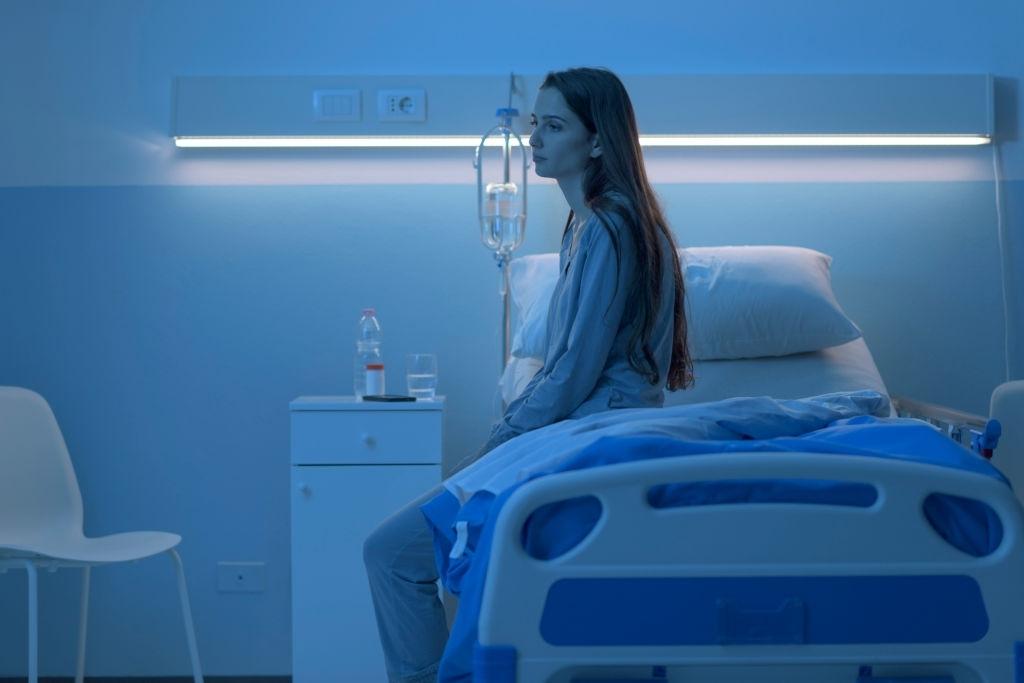 chica no puede dormir en el hospital