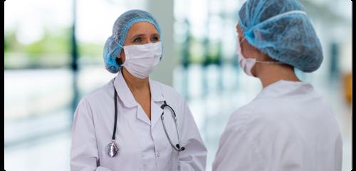 doctoras con mascarilla profesional quirugica