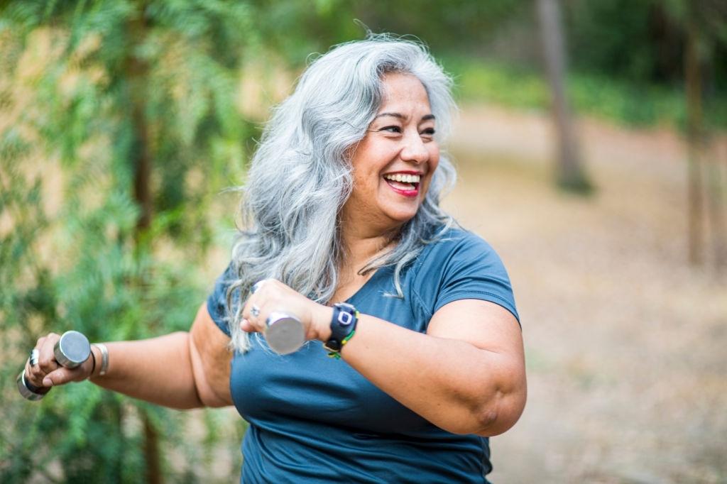 ejercicio en personas mayores dentro y fuera de casa