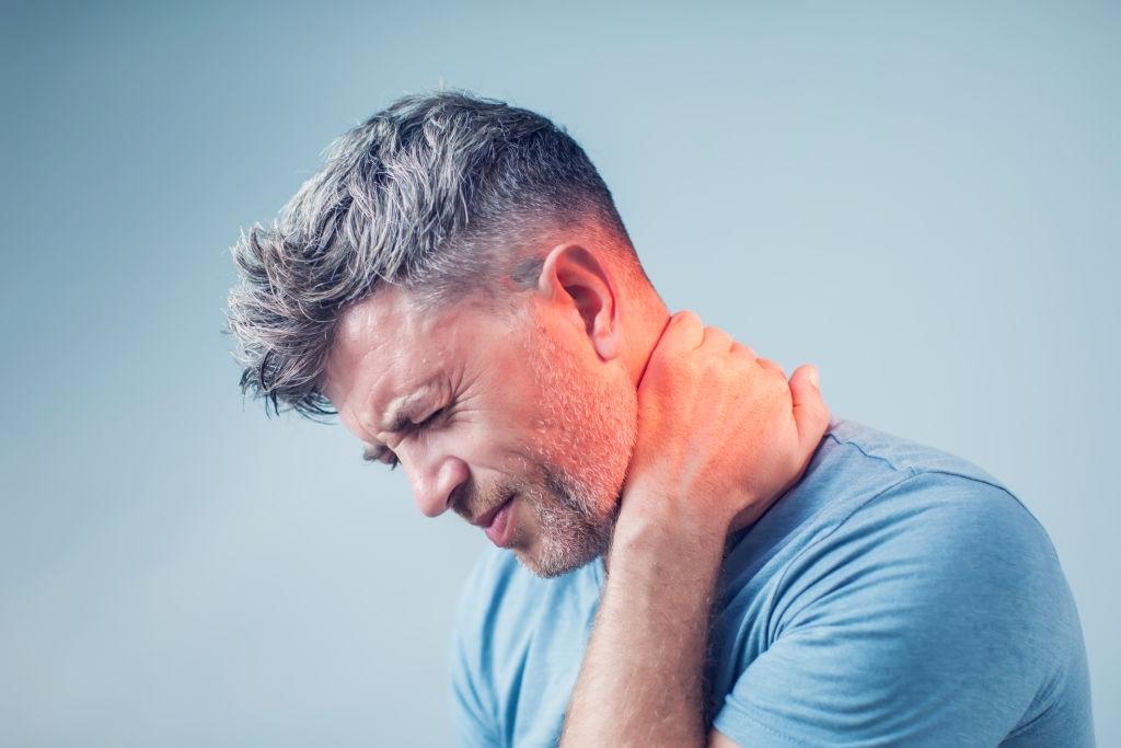 dolor de cuello en joven
